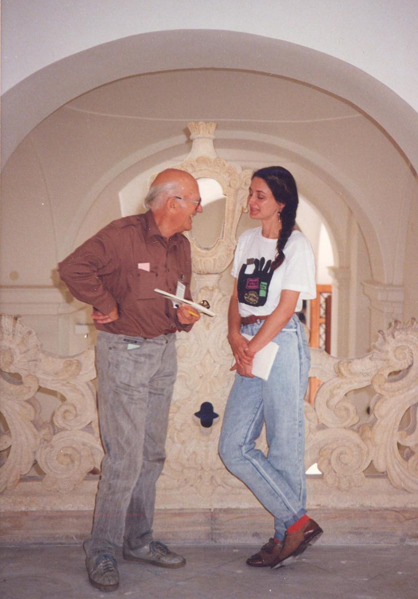 Martha Covarrubiasová jako členka mezinárodní jury Bienále Brno 1992 s předsedou Bienále Janem Rajlichem st.