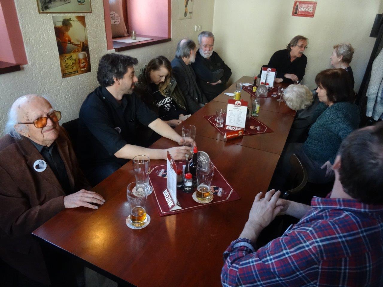 Zleva maželé Haščákovi, Dušan Junek, Jiří Eliška, Hana Hudečková, Vlasta Brímová, Alena Rajlichová, Jan Schicker
