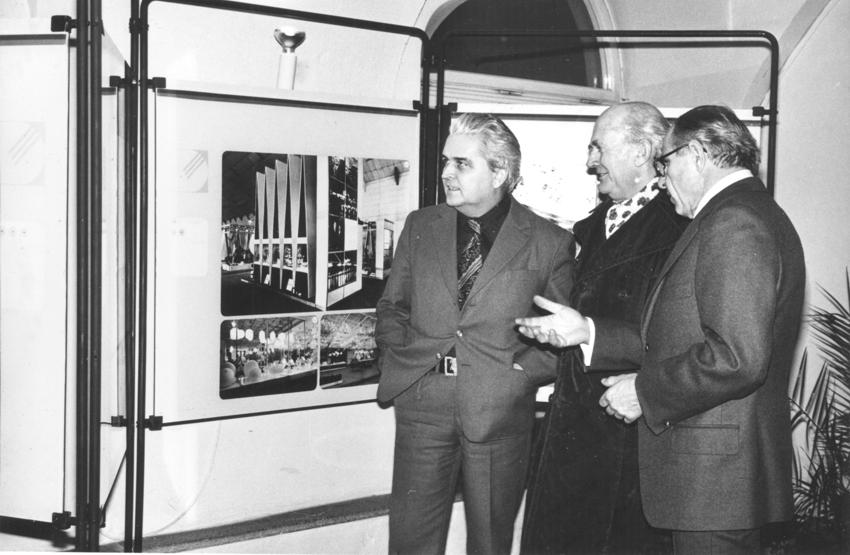 Architekt Zdeněk Lang (vlevo) na výstavě Defilé IV s Janem Rajlichem a arch. Zdeňkem Pospíšilem, 1980