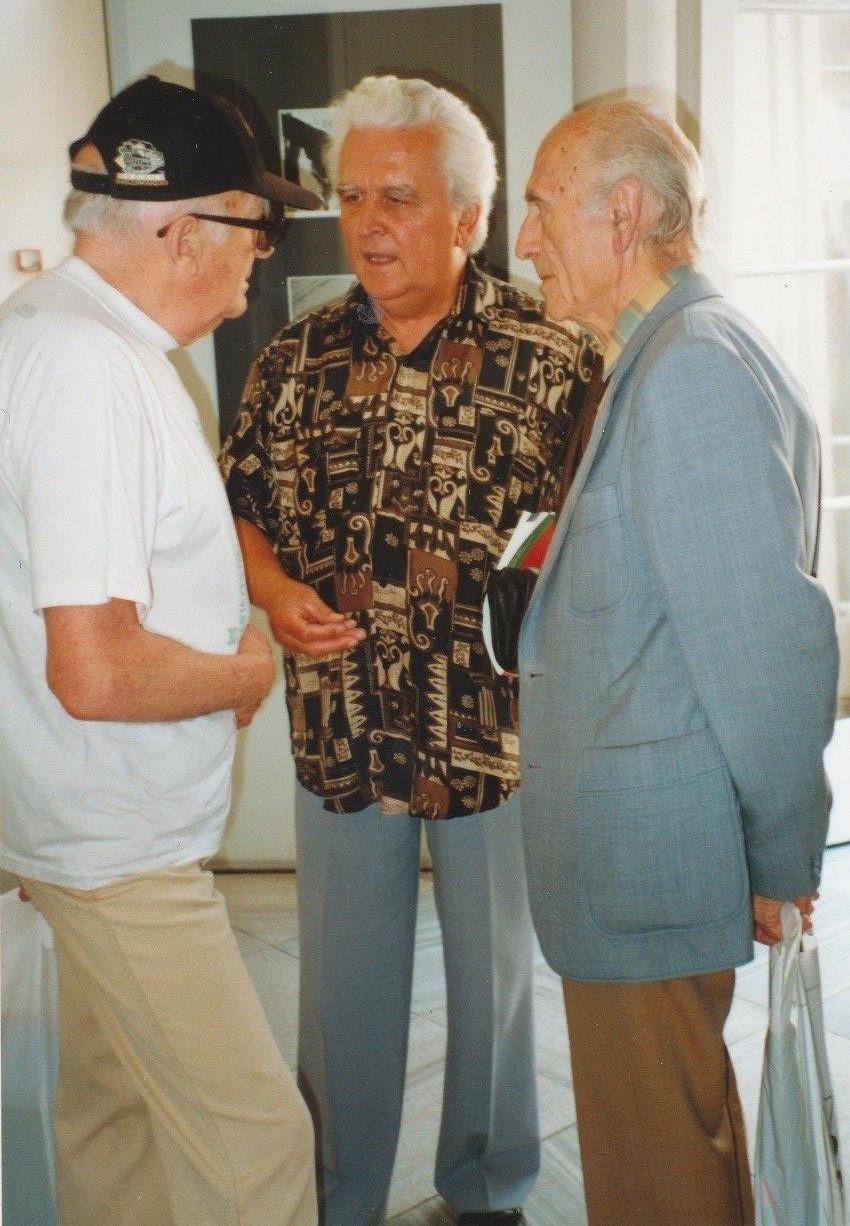 Architek Zdeněk Lang (uprostřed) s Janem Rajlichem a doc. BohušemHäckelem na 19. Bienále Brno v roce 2000