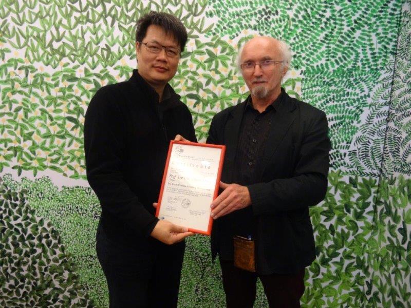 Leo Lin a Jan Rajlich, předání diplomu SBB 28. 11. 2016
