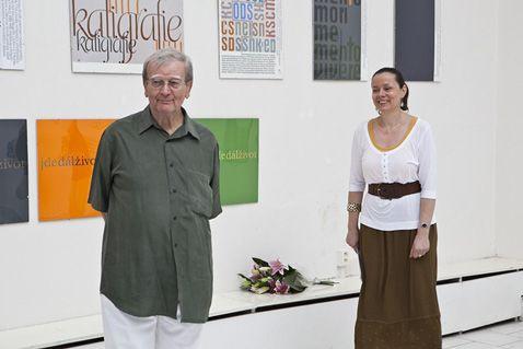 Miloslav Fulín na své poslední velké výstavě Písmoviny a písmovinky, Nová síň Praha, 2009 (Foto Jaroslav Kučera)